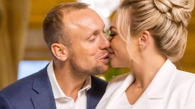 Глушаков выложил семейное фото с футболисткой Коваленко и дочками от первого брака: «Счастье, когда они вместе»