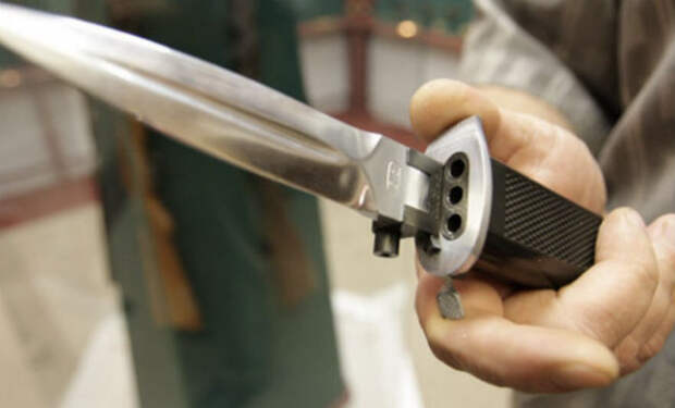 ОЦ-54: стреляющий нож разведчика, который мог превращаться в топор