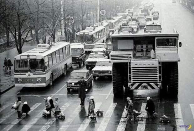Дети и БелАЗ – история знаменитого фото