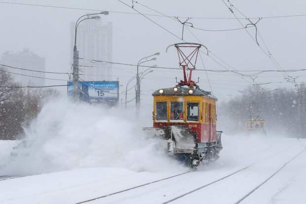 Москву накрыл снегопад: выпало больше половины месячной нормы