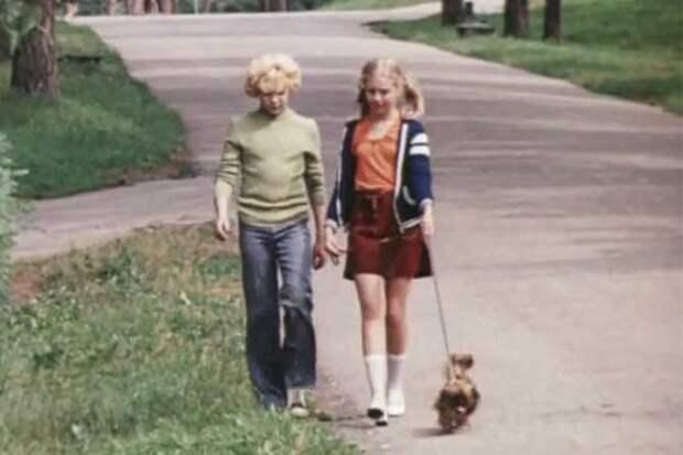 гуляют в парке