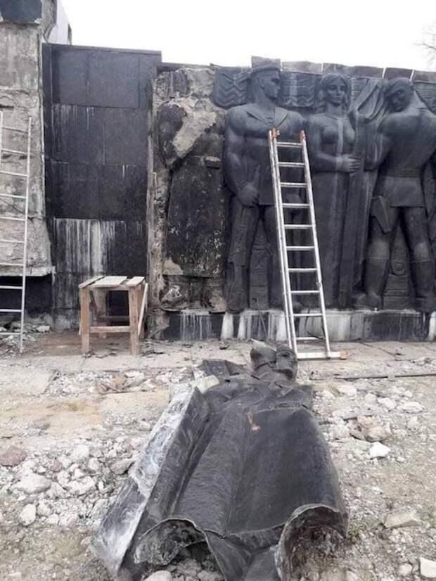 Во Львове демонтируют Монумент Боевой славы Вооружённых Сил СССР