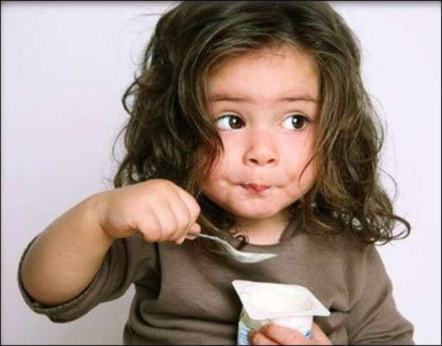 child-yogurt-lg
