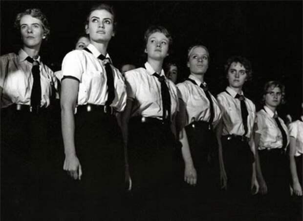 Воспитание идеальных жен – первоочередная задача нацистов