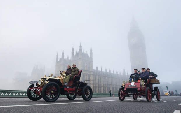 Ретро машины на дорогах Лондона