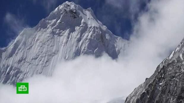 На поиски пропавших в Гималаях российских альпинистов отправят вертолет