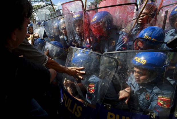 Демонстранты и полиция