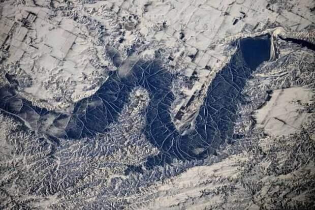 В NASA заметили наспутниковых снимках России загадочные полосы