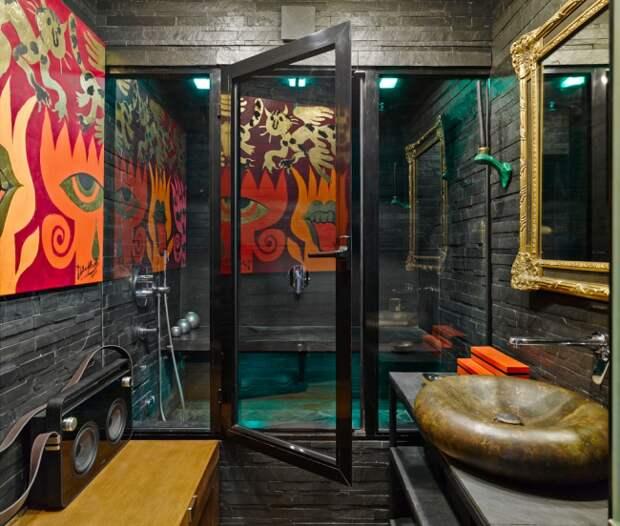 Ванная в стиле фьюжн с декоративным камнем на стенах