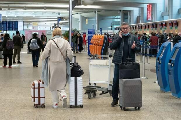 Почти 30 рейсов задержали и отменили в московских аэропортах