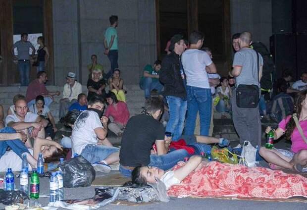 """""""Майдан"""" у армян - ереванская полиция задержала около 240 участников протестов"""