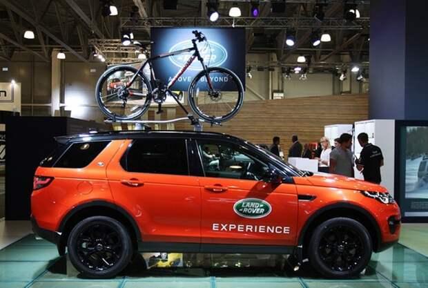 Стенд компании Jaguar Land Rover.