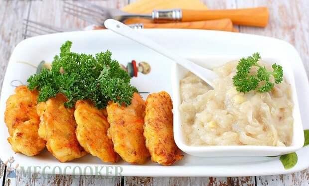 Золотистые куриные котлеты с морковью и луком