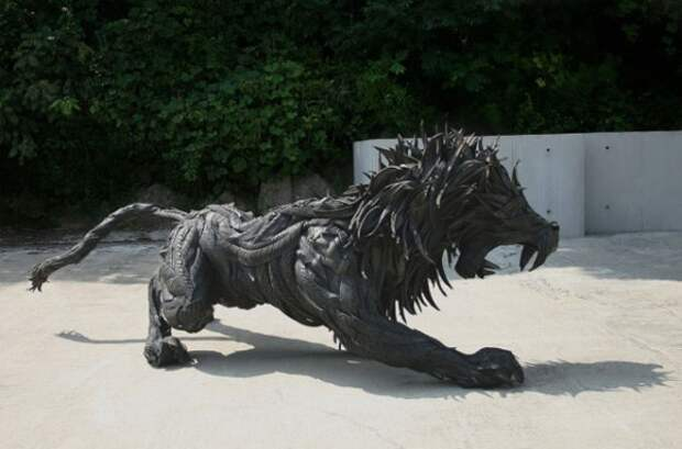Современная скульптура или поделки из старых шин (9)