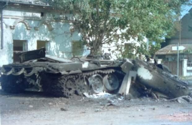 Vukovar_tank_turret_building.jpg