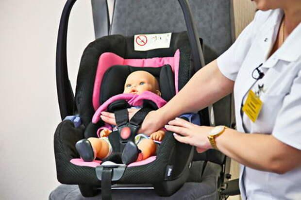 Как правильно перевозить грудных детей в автомобиле