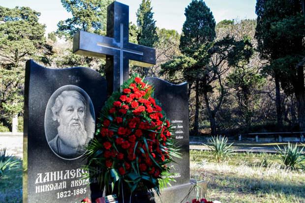 В Крыму пытаются спасти парк и могилу мыслителя Данилевского
