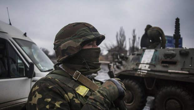 Солдаты украинской армии возле Дебальцево, Донецкая область. Архивное фото