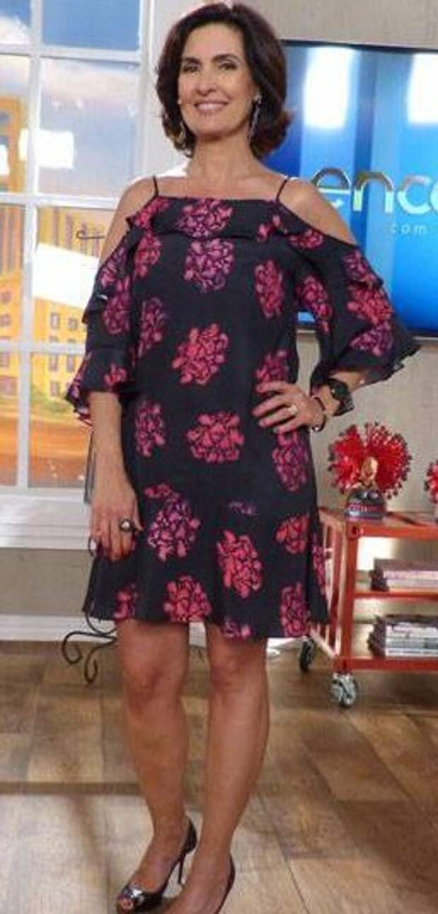 Платье с голыми плечами и рукавами (выкройка)