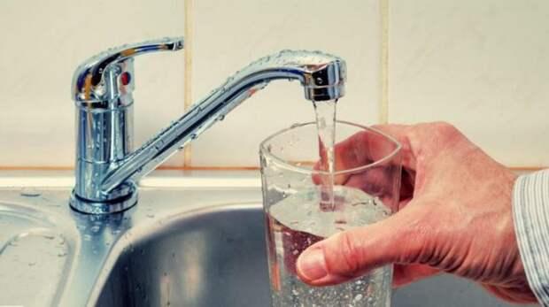 5 причин, по которым вы никогда не должны пить воду в бутылках снова