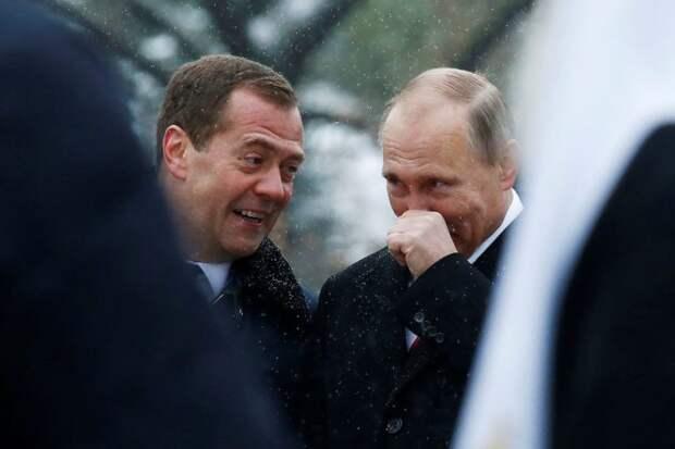 Медведев и Путин посмотрели на «Бе-бе-бе-интеллигента» Саакашвили как на идиота