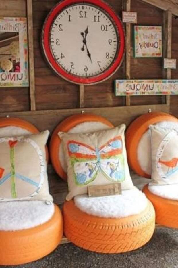 Не обязательно покупать стулья, чтобы сделать уютный и полноценный уголок для отдыха. Возьмите автомобильные шины