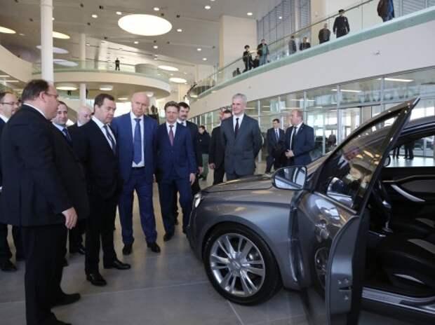 Дмитрий Медведев проинспектировал Lada Vesta и Lada XRAY