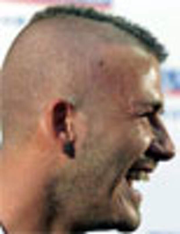 Бекхем сделал рекламу своему парикмахеру