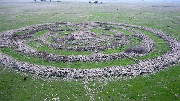 """Израильские ученые исследуют доисторический """"Стоунхендж"""" на Голанских высотах"""