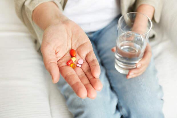 Почему дезодорант лучше наносить ночью, а некоторые лекарства принимать утром?