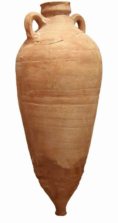 Поскольку у древних римлян не было стеклянных  банок и трубок от капельниц, они отстаивали гарум в этих амфорах. Ее узкое дно аккуратно отбивали (прокалывали?), а потом аккуратно сливали прозрачный гарум.