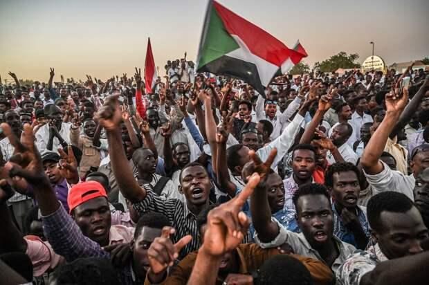 Лавров: вмешательство США спровоцировало напряженность в суданском обществе