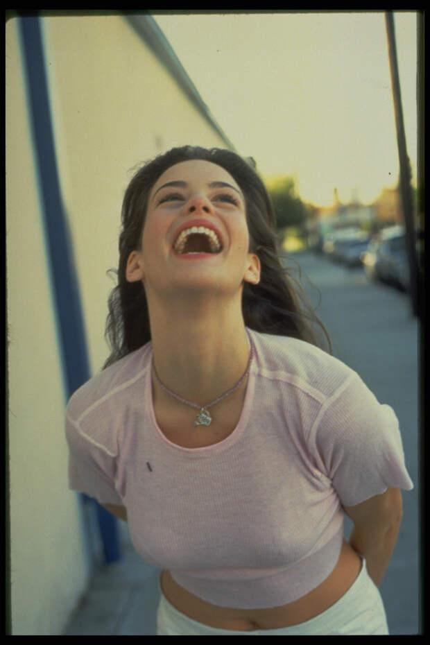 Лив Тайлер (Liv Tyler) в фотосессии Микеля Робертса (Mikel Roberts) (1997), фото 5