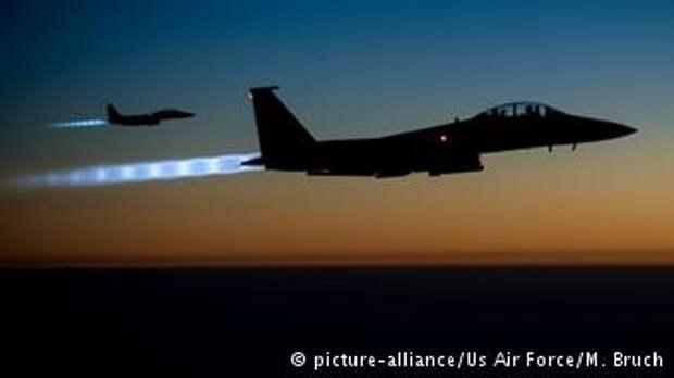 Американские самолеты во время бомбардировок ИГ