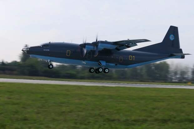 Казахстан получил первый военно-транспортный самолет Y-8F-200WA