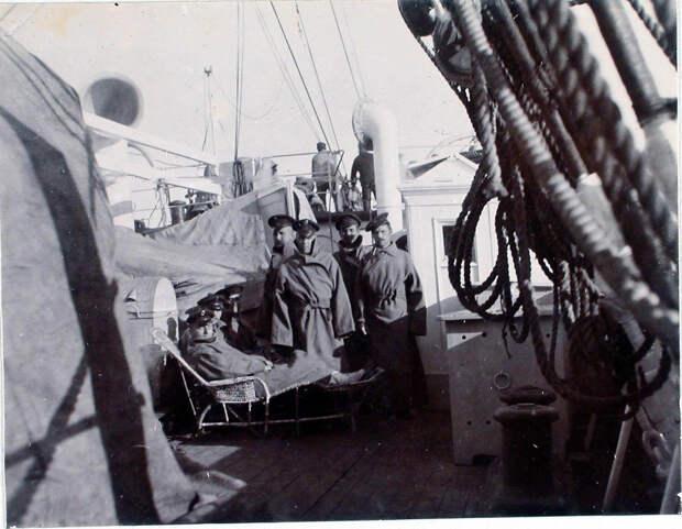 34. Больные на палубе парохода «Царица». Япония, Иокогама. 1901
