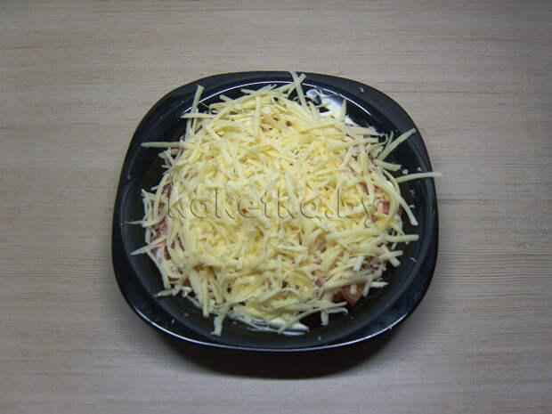 Слоеный салат с помидорами