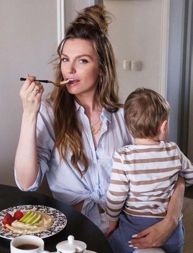 Саша Савельева поделилась редким фото с сыном и рассказала о трудностях материнства