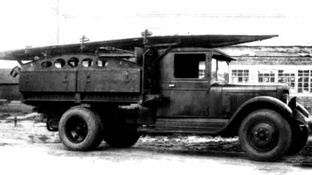 ЗИС-5 с лодкой-понтоном, аппарелями и ящиками со сборочными деталями парка НЛП авто, автоистория, военная техника, история, переправа, понтон, понтонно-мостовая переправа