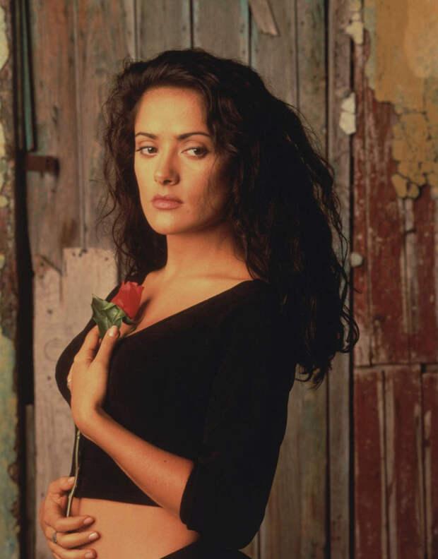 Сальма Хайек (Salma Hayek) и Антонио Бандерас (Antonio Banderas) в фотосессии для фильма «Отчаянный» (Desperado) (1995), фотография 4