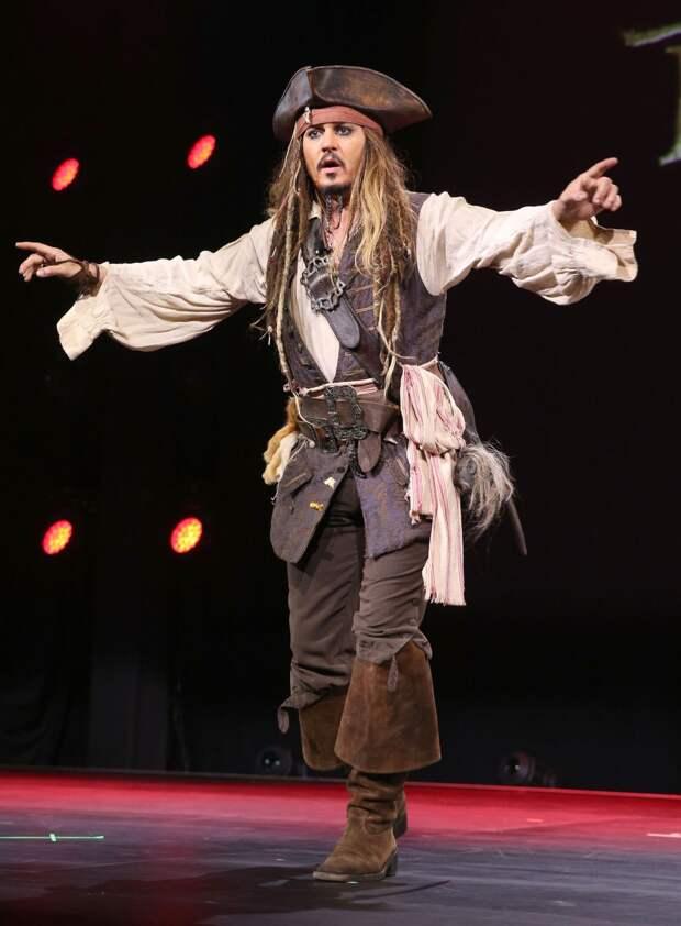 Джонни Депп в костюме Джека Воробья