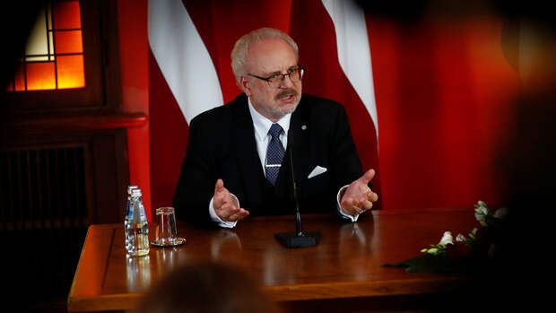 Президент Латвии попал в ДТП в Риге