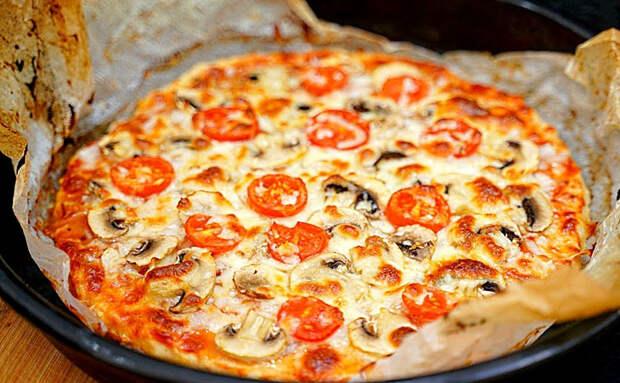 Мясная пицца без теста за 5 минут. Вместо него смешиваем фарш с батоном и делаем корж
