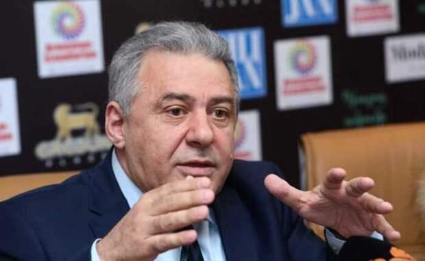Начальник Генштаба Армении отказался поддержать премьера Пашиняна
