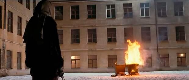 В Севастополе вспыхнул мусор - на пожаре пострадала женщина