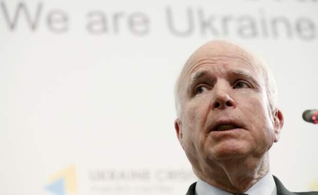 Маккейн: США должны помочь Украине бороться с бандитом Путиным