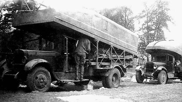 Понтонный грузовик ЗИС-5 «литер А-2», справа — вариант «литер А-1» авто, автоистория, военная техника, история, переправа, понтон, понтонно-мостовая переправа