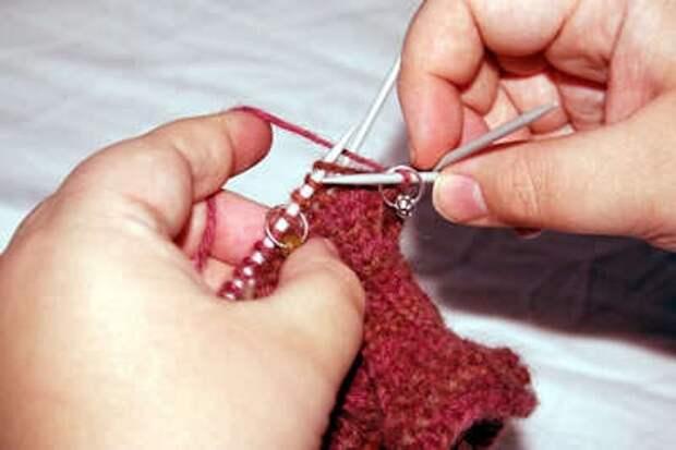 на фото пошаговое описание вязания большого пальца для варежки или перчатки клином