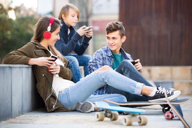 """""""Фу"""" и """"круто"""": что в тренде у наших детей и чем у них можно опозориться"""