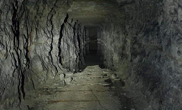 Эксперимент в пещере: 15 человек спустились под землю и будут жить в изоляции 40 дней